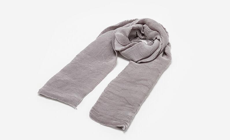 Echarpe plissée gris clair chiné