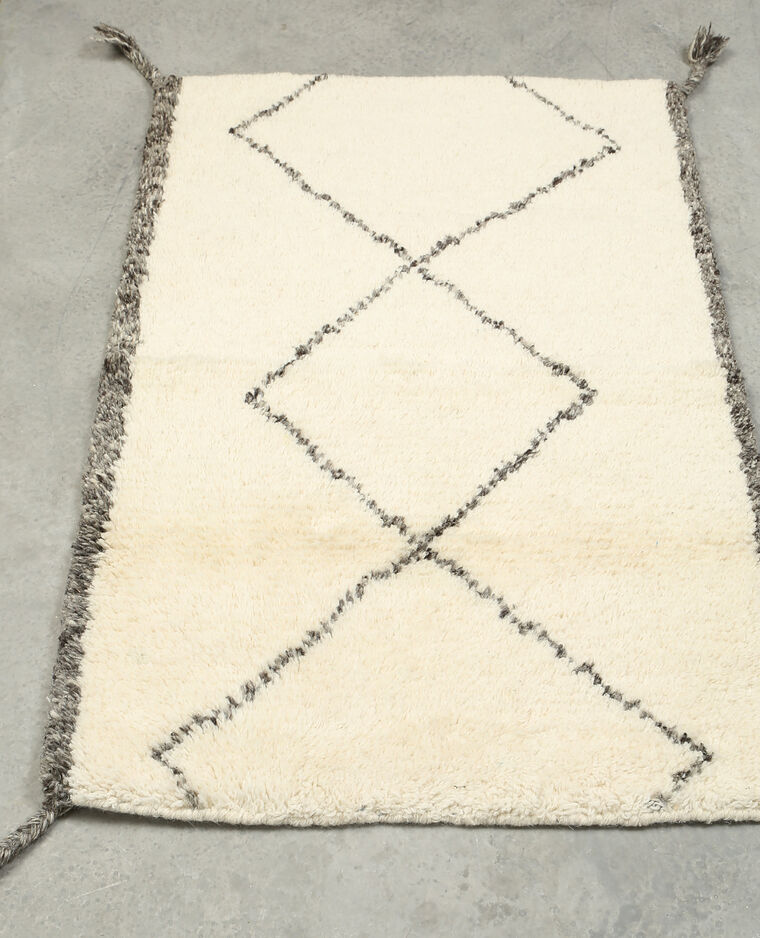 tapis rectangulaire losanges blanc cass 907217912i07. Black Bedroom Furniture Sets. Home Design Ideas
