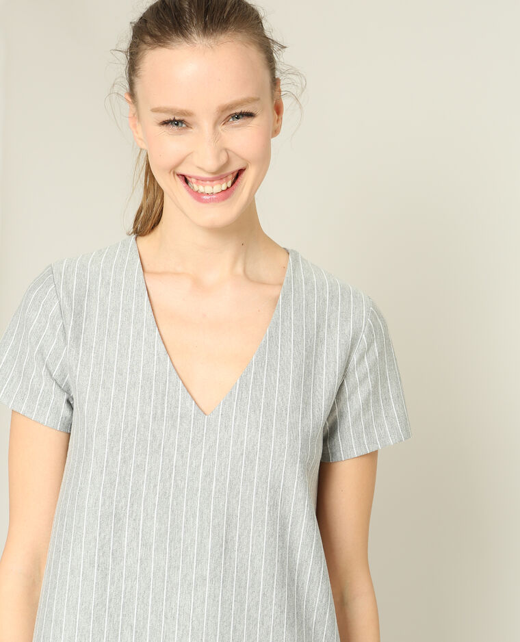 Robe à fines rayures gris