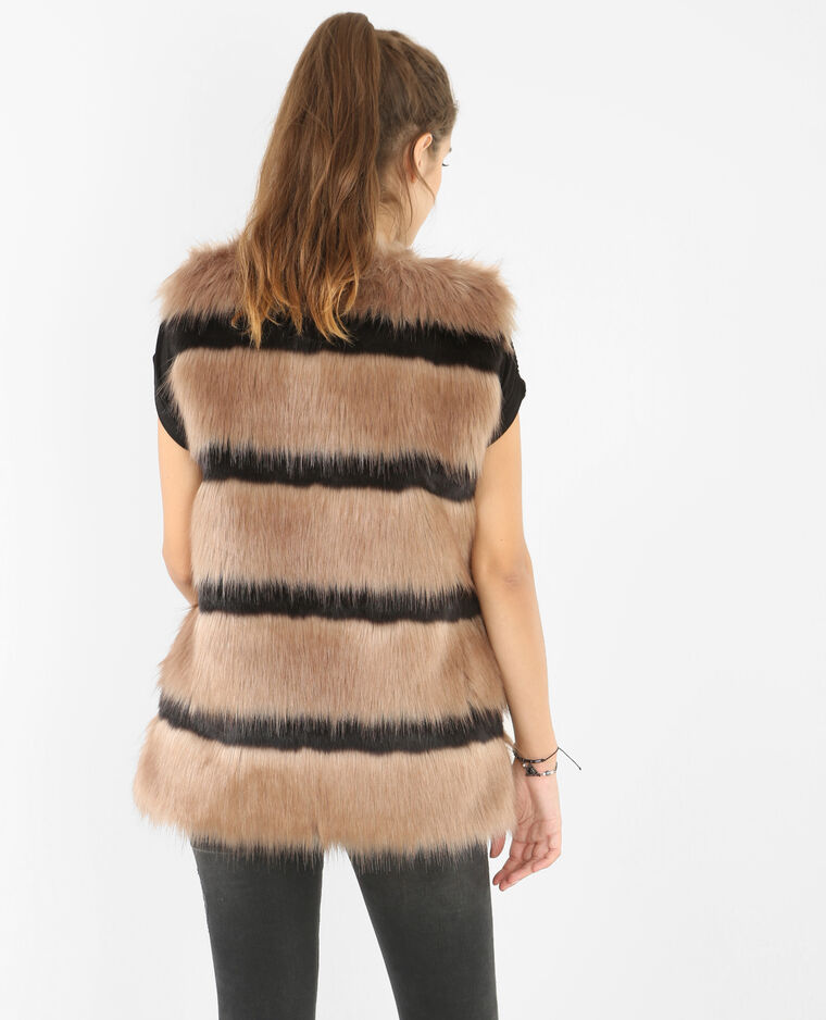 A faux fur gilet is a must-have for anyone's autumn/winter wardrobe! Throw this piece over any basic tee for effortless style that also keeps you cosy this season! Dress our gilet down with trainers, or swap for a pair of barely-there heels to transition.
