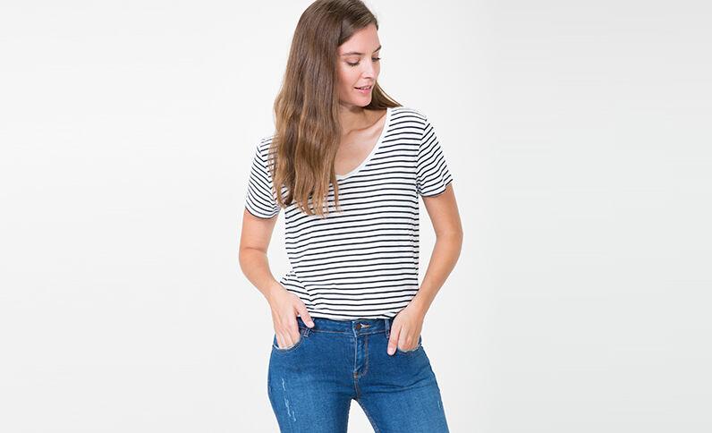 T-shirt à col V écru