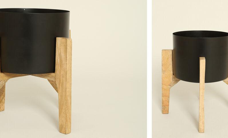 Grand vase sur pieds en bois noir