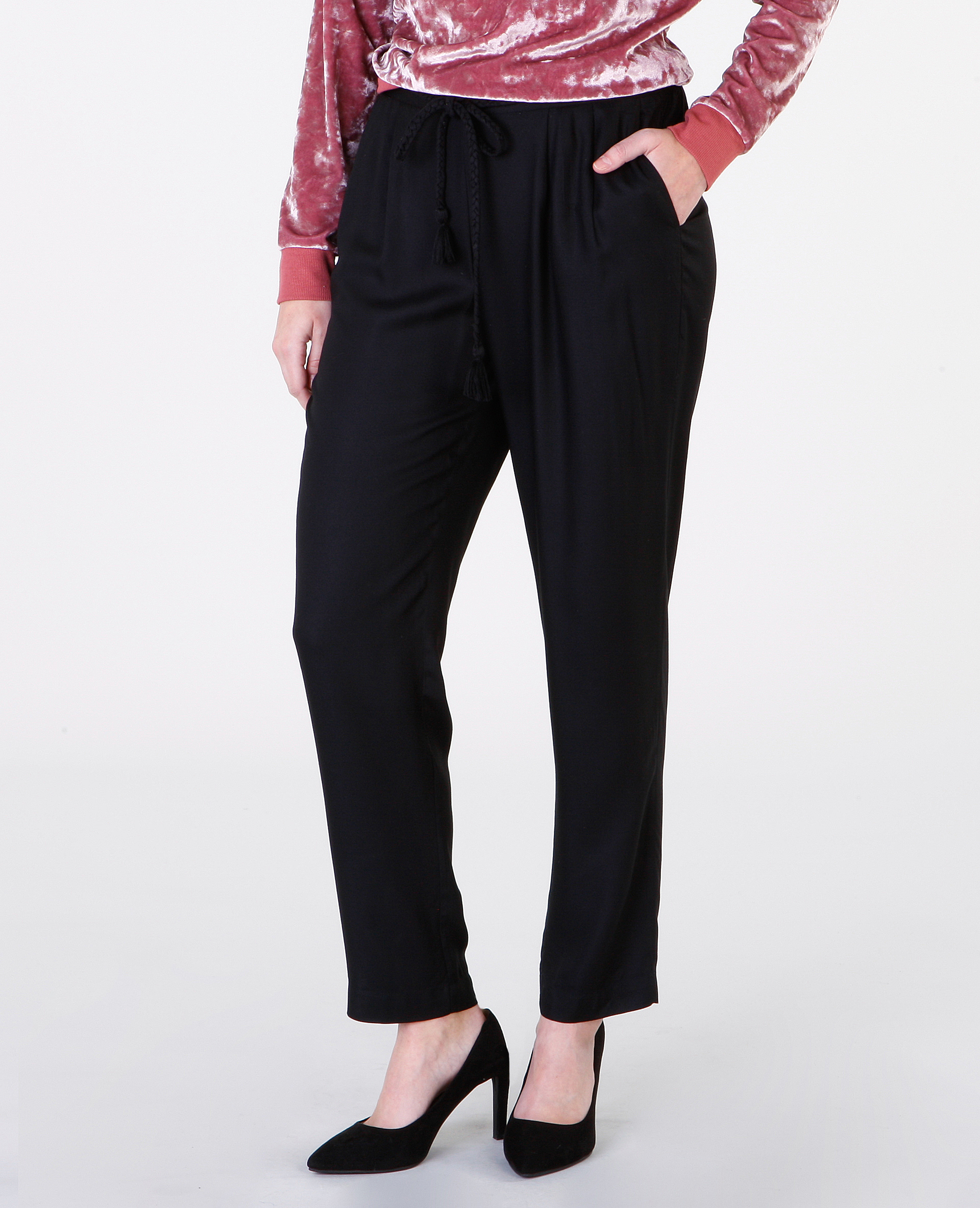 pantalon large fluide fashion designs. Black Bedroom Furniture Sets. Home Design Ideas
