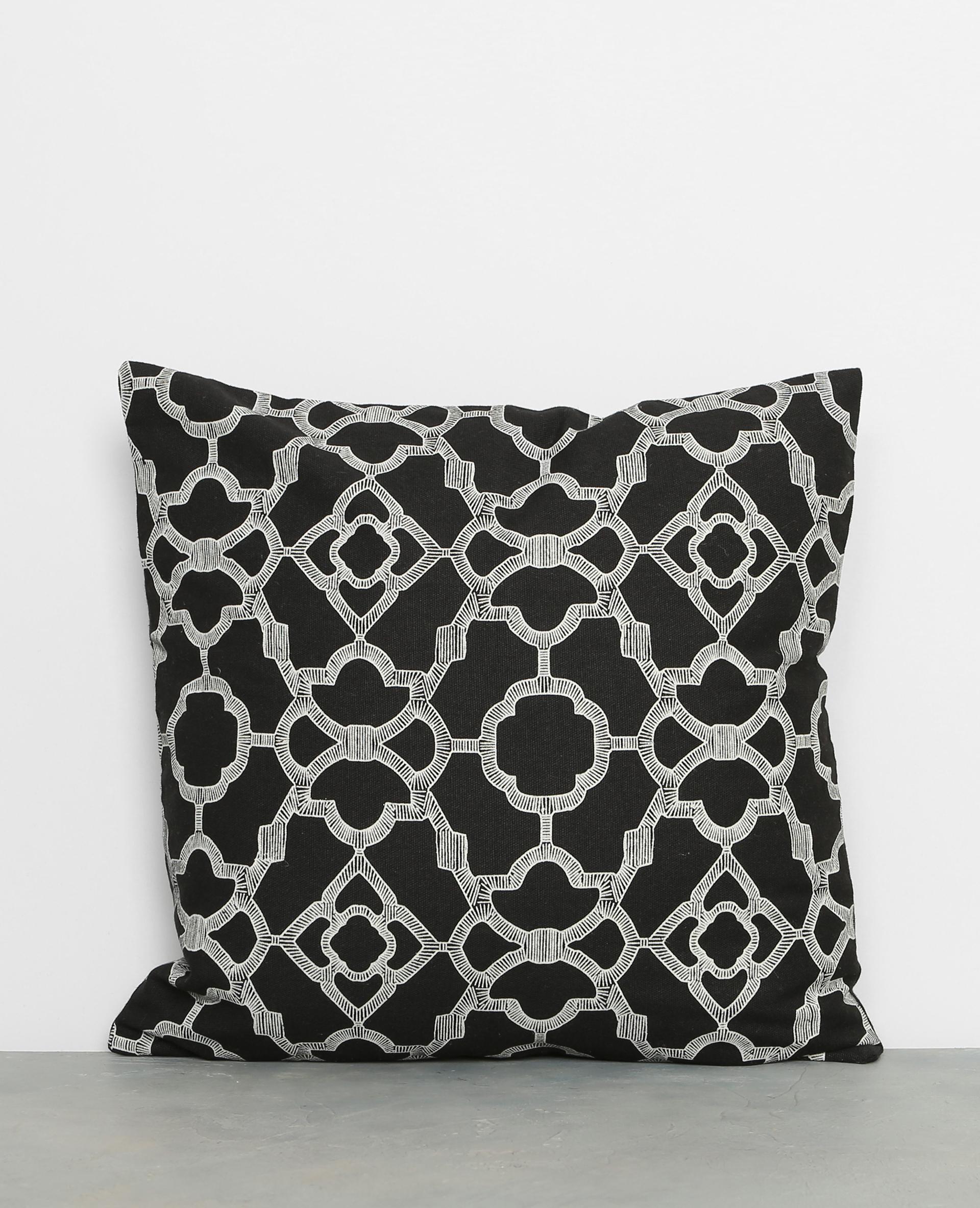housse de coussin arabesques noir 955034899i07 pimkie. Black Bedroom Furniture Sets. Home Design Ideas