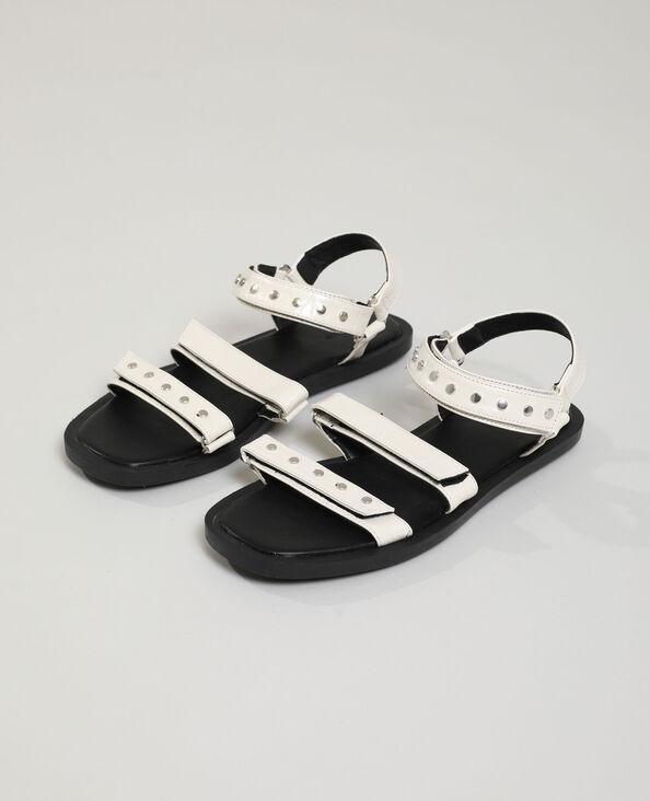 Sandales effet croco cloutées beige