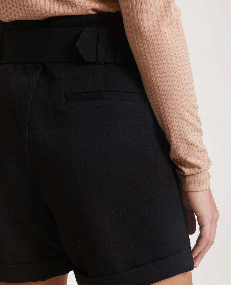 Short avec ceinture noir