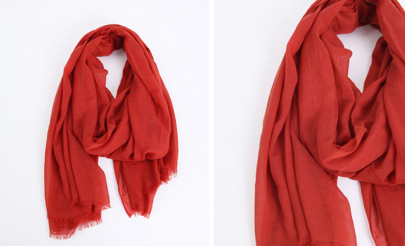 579b9c165fcb Foulard léger rouge
