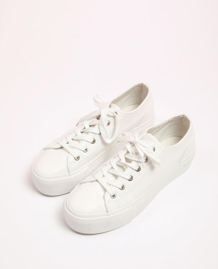 Baskets en faux cuir blanc