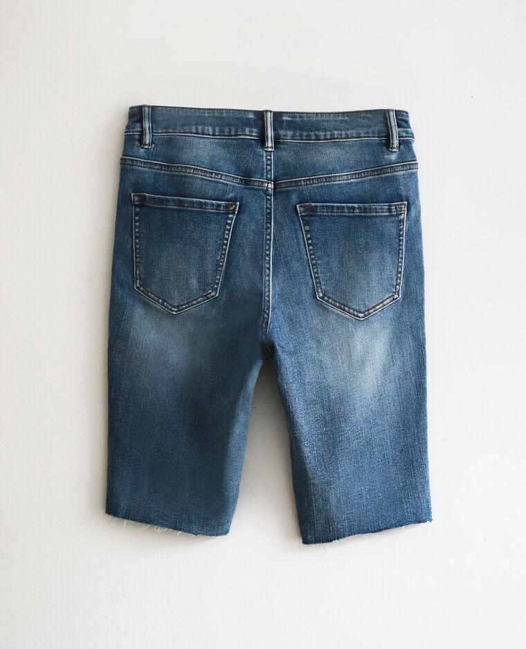 Cycliste en jean bleu denim