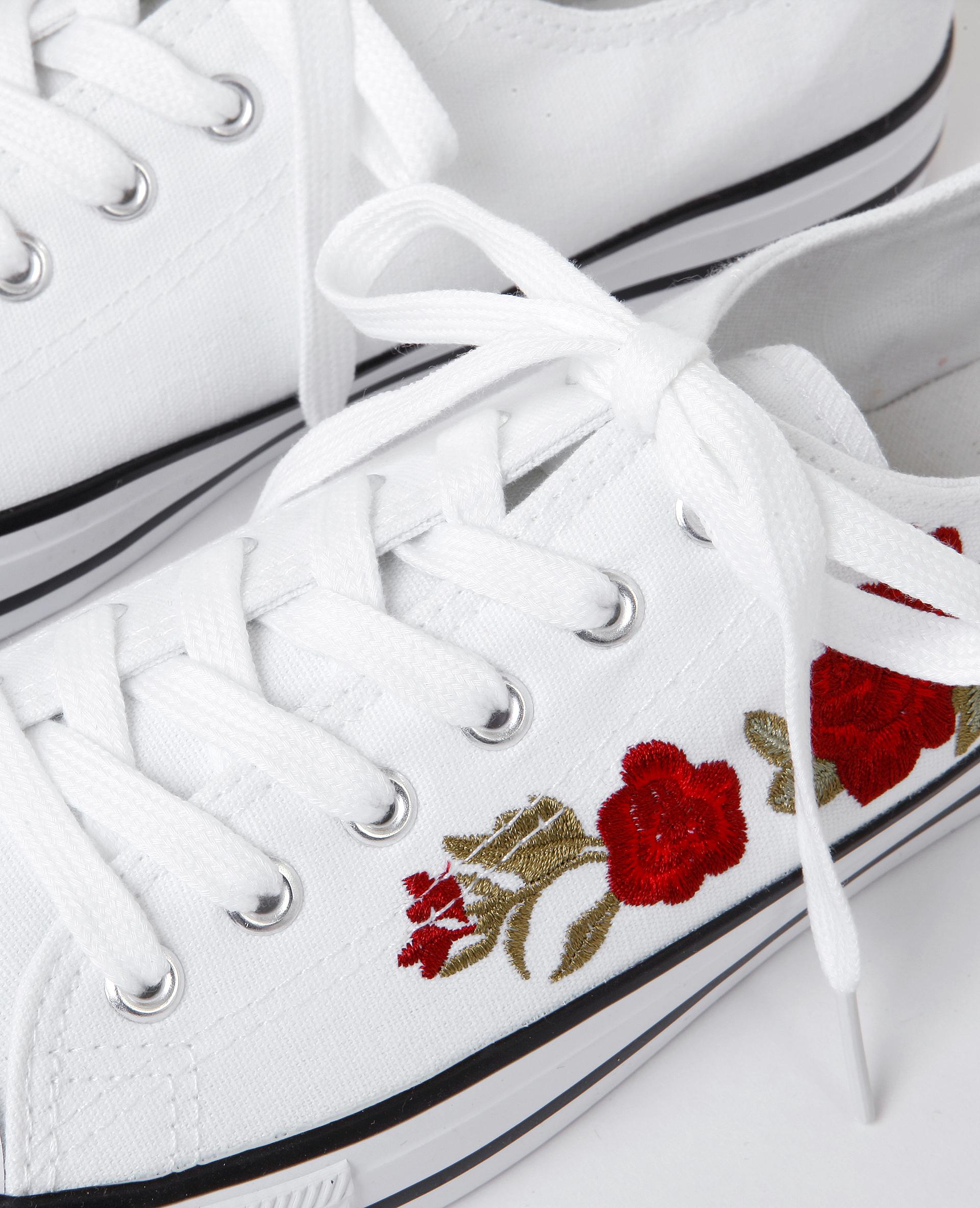 Baskets en toile brodées blanc - Pimkie
