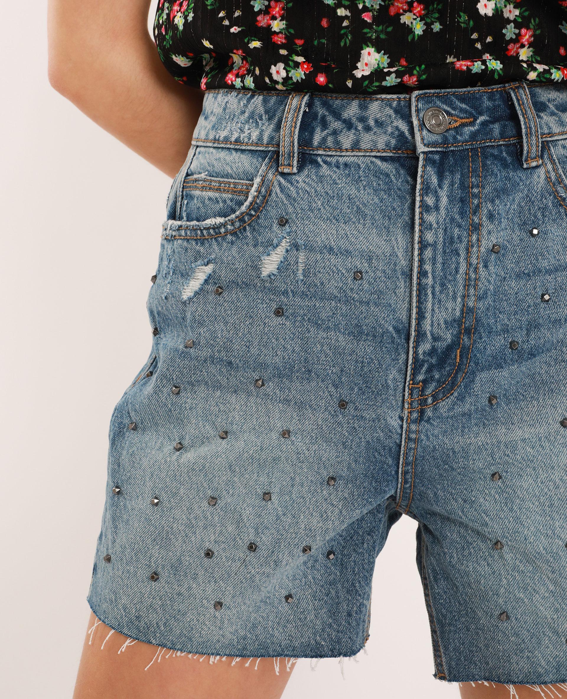 Bermuda en jean avec clous bleu denim - Pimkie