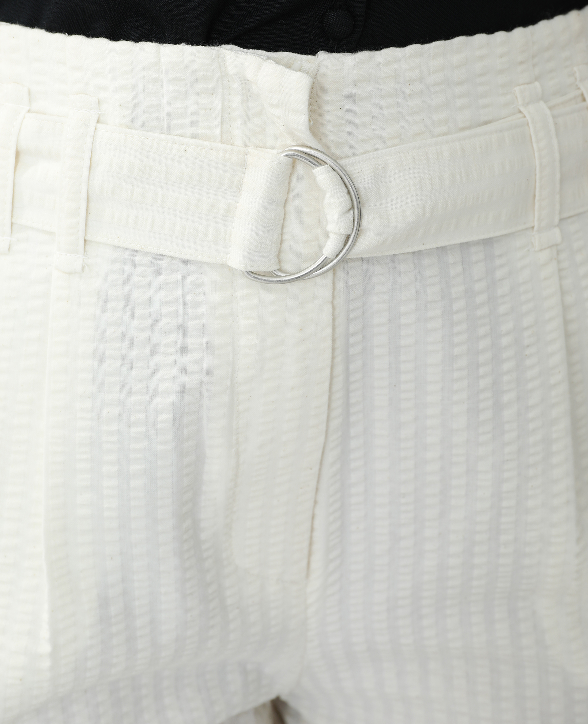 Short texturé avec ceinture blanc cassé - Pimkie