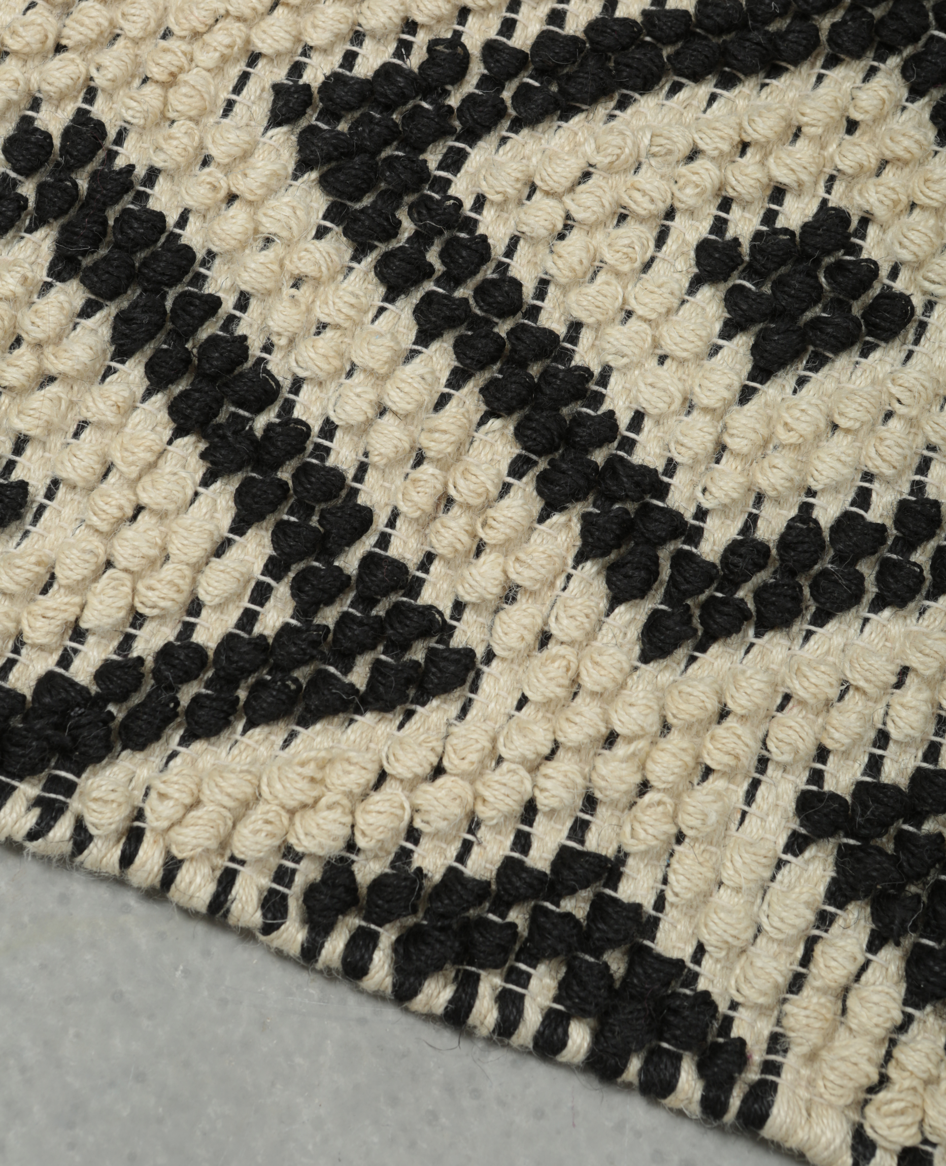 tapis jute boules noir 902868899i09 pimkie. Black Bedroom Furniture Sets. Home Design Ideas