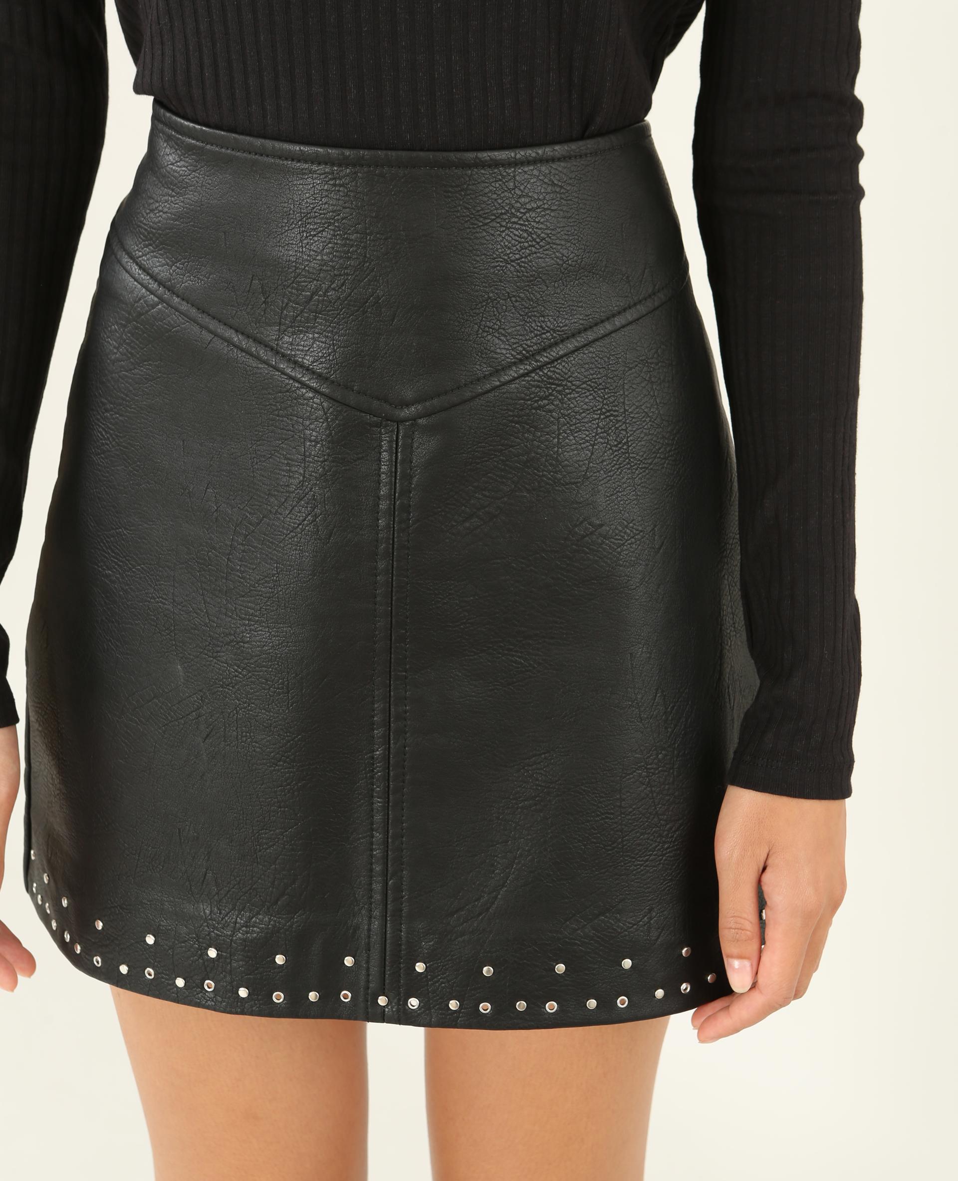 de784359c58cf7 Mini jupe en simili cuir noir - 690401899A08 | Pimkie